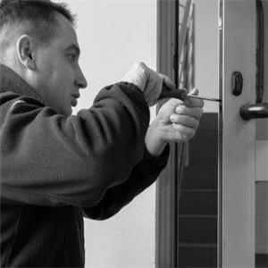 Naprawa zamków w drzwiach Targówek